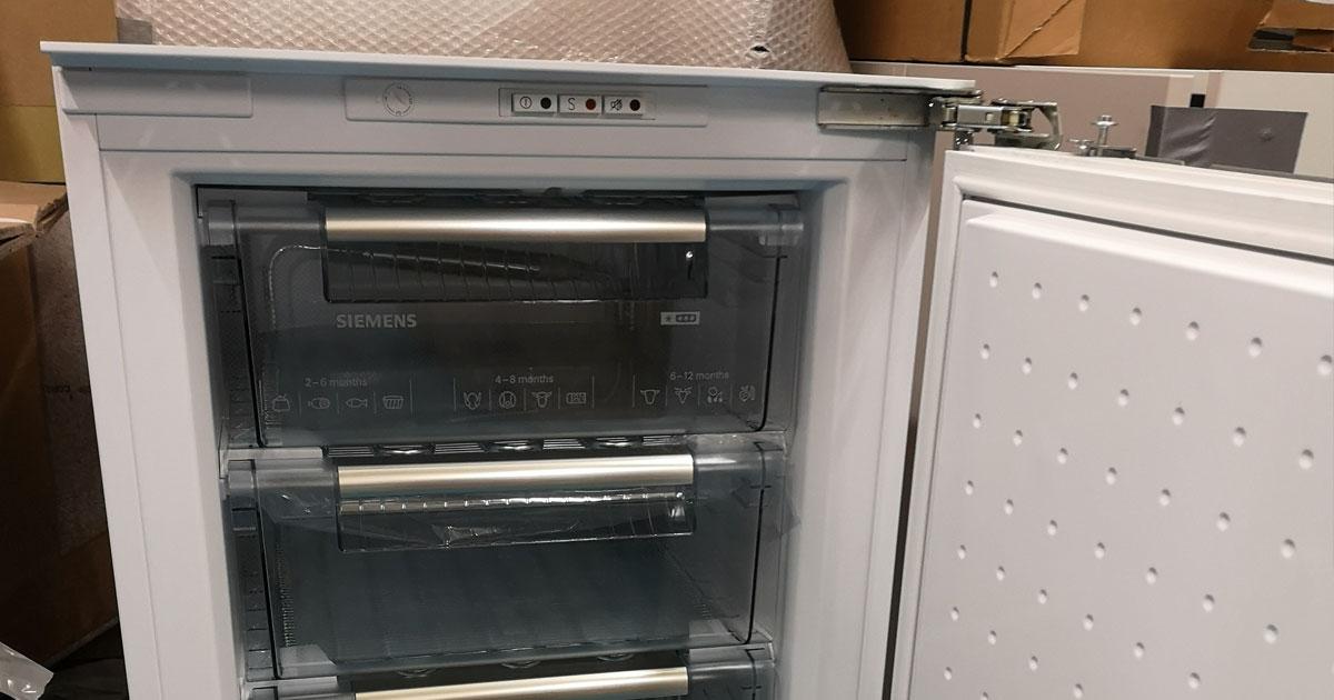 Siemens GI18DA50GB 88cm high built-in freezer